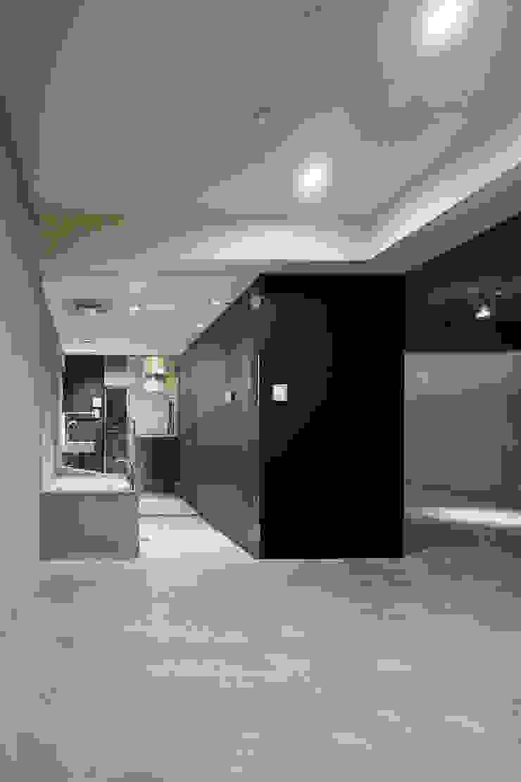 Baños de estilo moderno de 一級建築士事務所アトリエソルト株式会社 Moderno