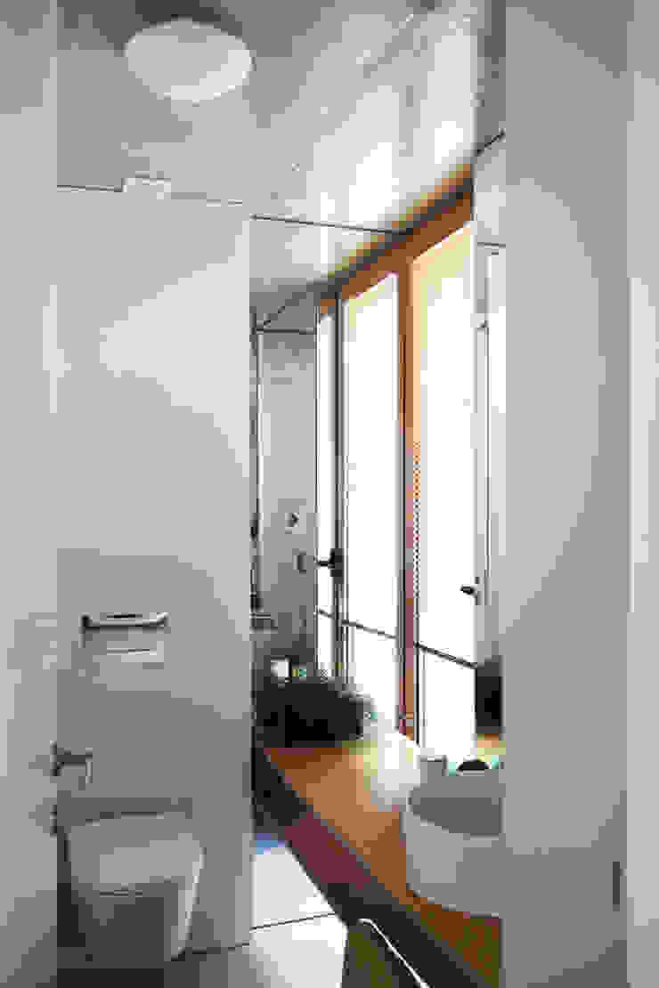 Qiarq . arquitectura+design Baños de estilo minimalista Contrachapado Acabado en madera