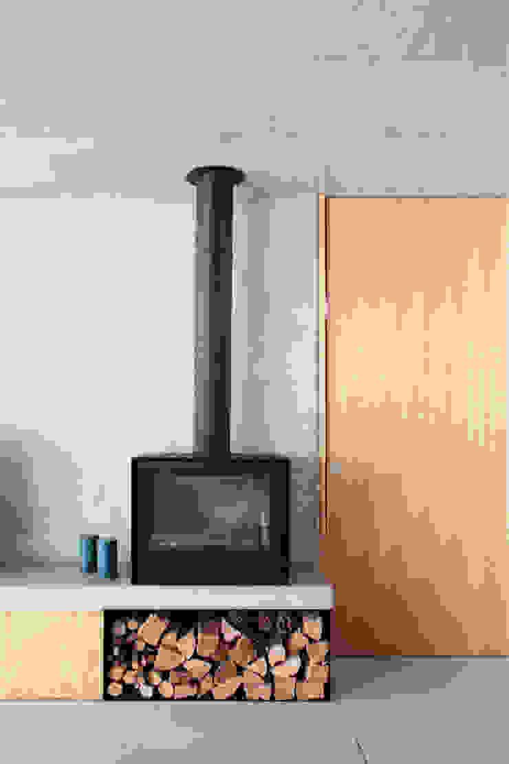 Qiarq . arquitectura+design Salones de estilo minimalista Hormigón Gris