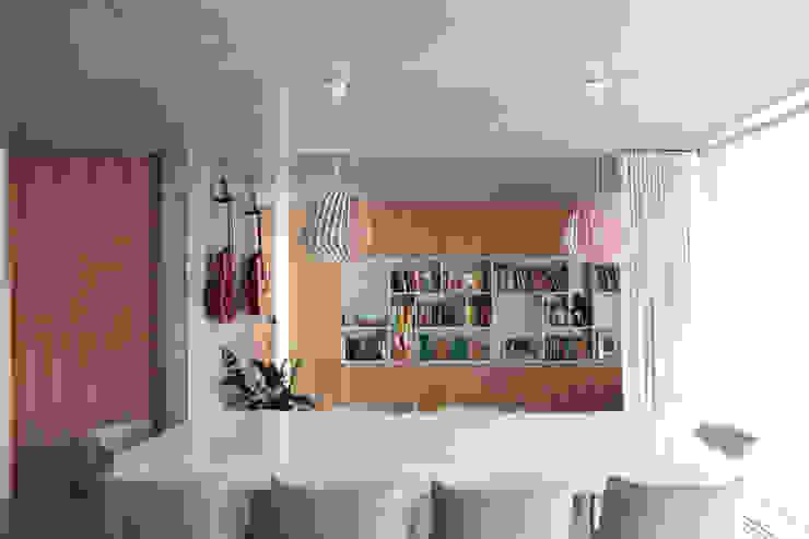Qiarq . arquitectura+design Comedores de estilo minimalista Hormigón Gris