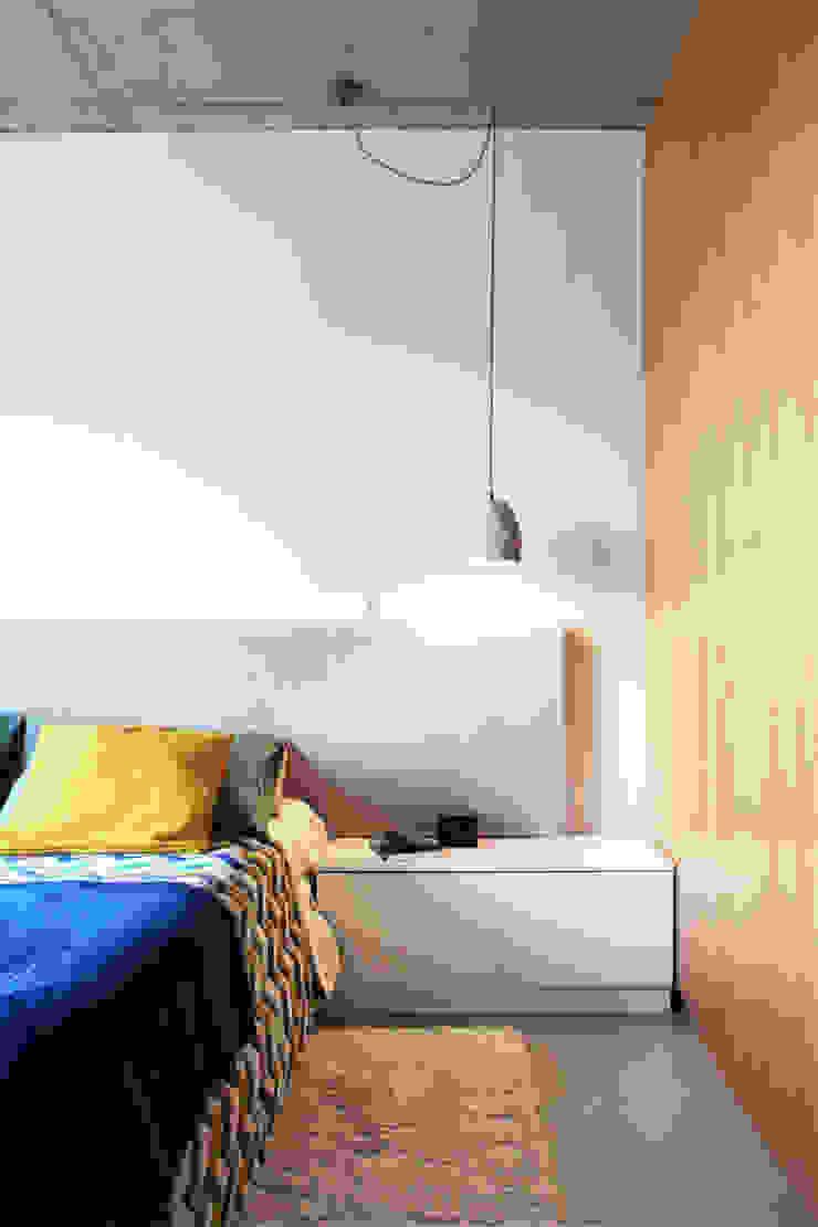 Qiarq . arquitectura+design Dormitorios de estilo minimalista Madera Acabado en madera