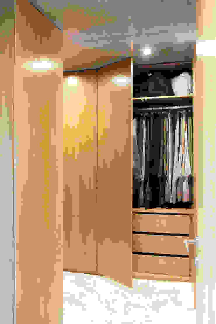 Qiarq . arquitectura+design DormitoriosArmarios y cómodas Madera Acabado en madera