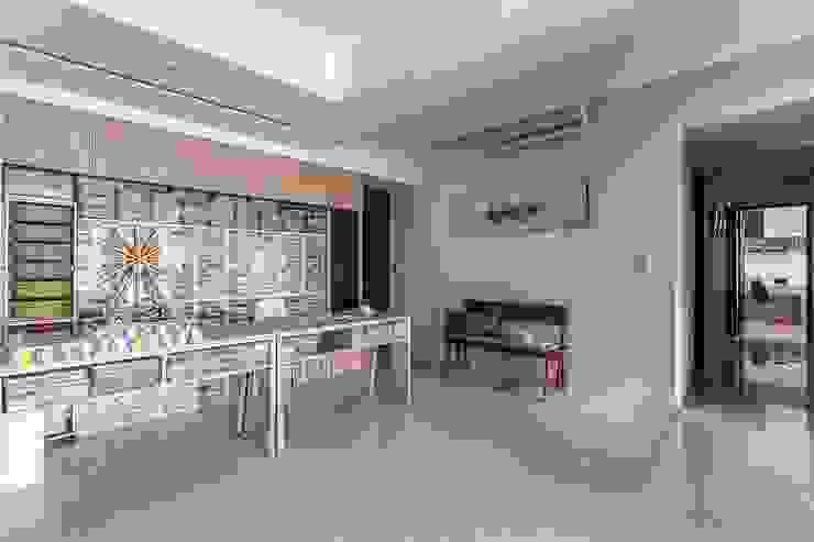 Phòng học/văn phòng phong cách hiện đại bởi 鼎士達室內裝修企劃 Hiện đại Than củi Multicolored