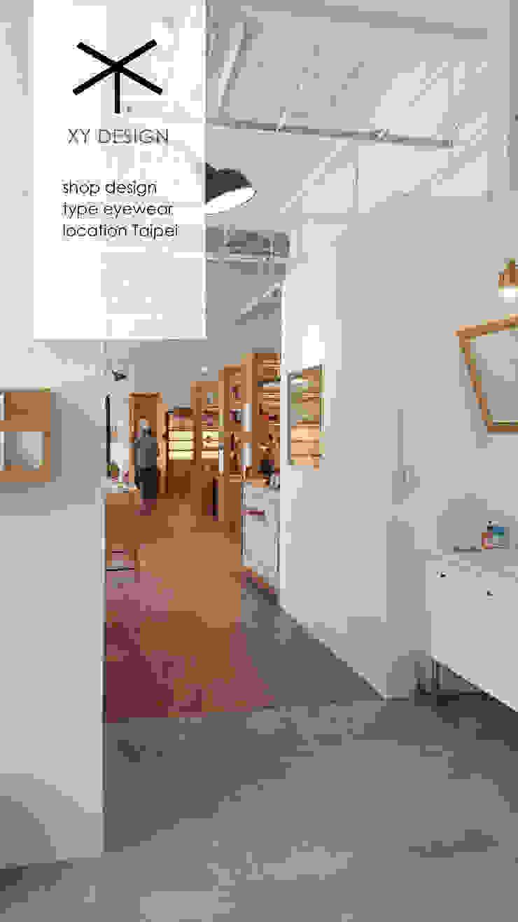 elegant shop area like library XY DESIGN - XY 設計 Scandinavian style corridor, hallway& stairs White