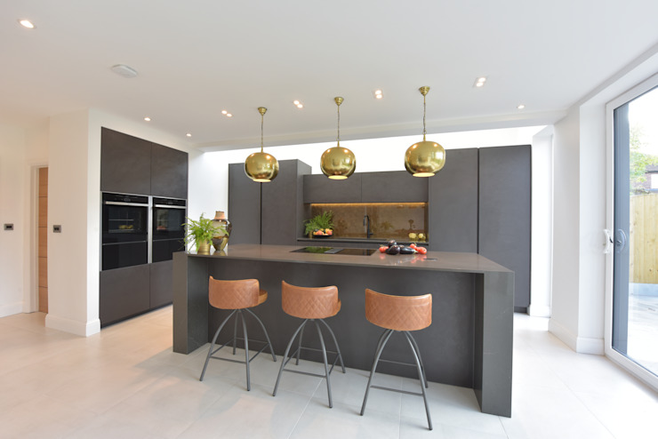 Mr & Mrs Martin by Diane Berry Kitchens Modern Copper/Bronze/Brass