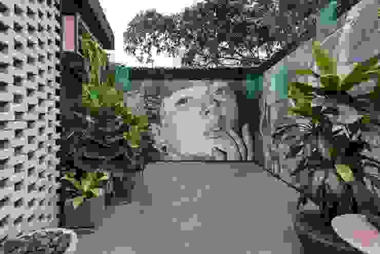 Balconies, verandas & terraces  by Garden Chic Perú