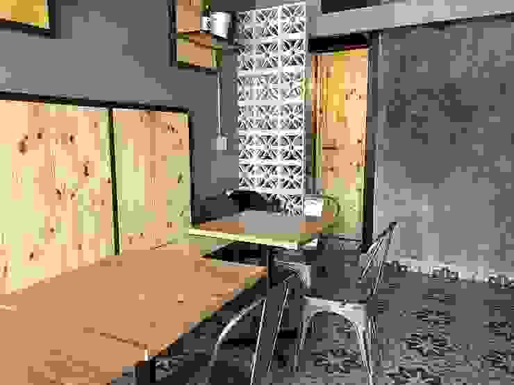 Estudio Chipotle Bar & Club in stile industrial Legno Grigio