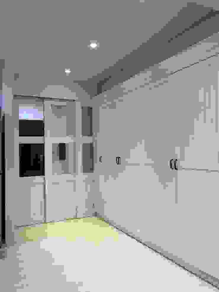 廊道超大收納櫃 藏私系統傢俱 玄關、走廊與階梯儲藏櫃 White