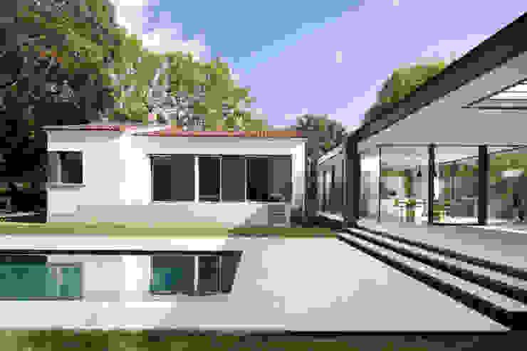 CTN HOUSE Brengues Le Pavec architectes Balcon, Veranda & Terrasse minimalistes Grès Noir