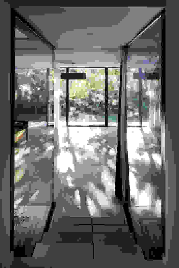 CTN HOUSE Brengues Le Pavec architectes Couloir, entrée, escaliers minimalistes Métal Noir
