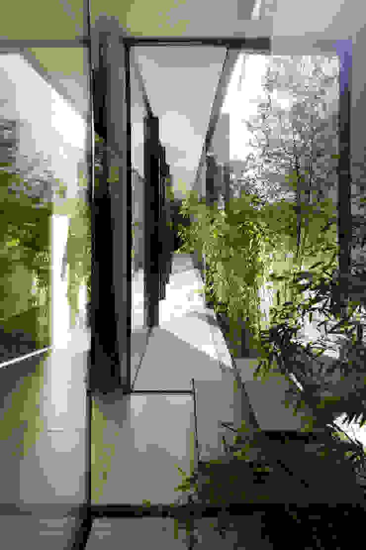 CTN HOUSE Couloir, entrée, escaliers minimalistes par Brengues Le Pavec architectes Minimaliste Métal