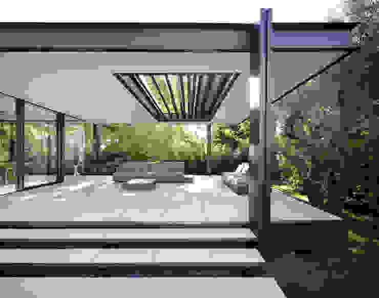 CTN HOUSE Balcon, Veranda & Terrasse minimalistes par Brengues Le Pavec architectes Minimaliste Métal
