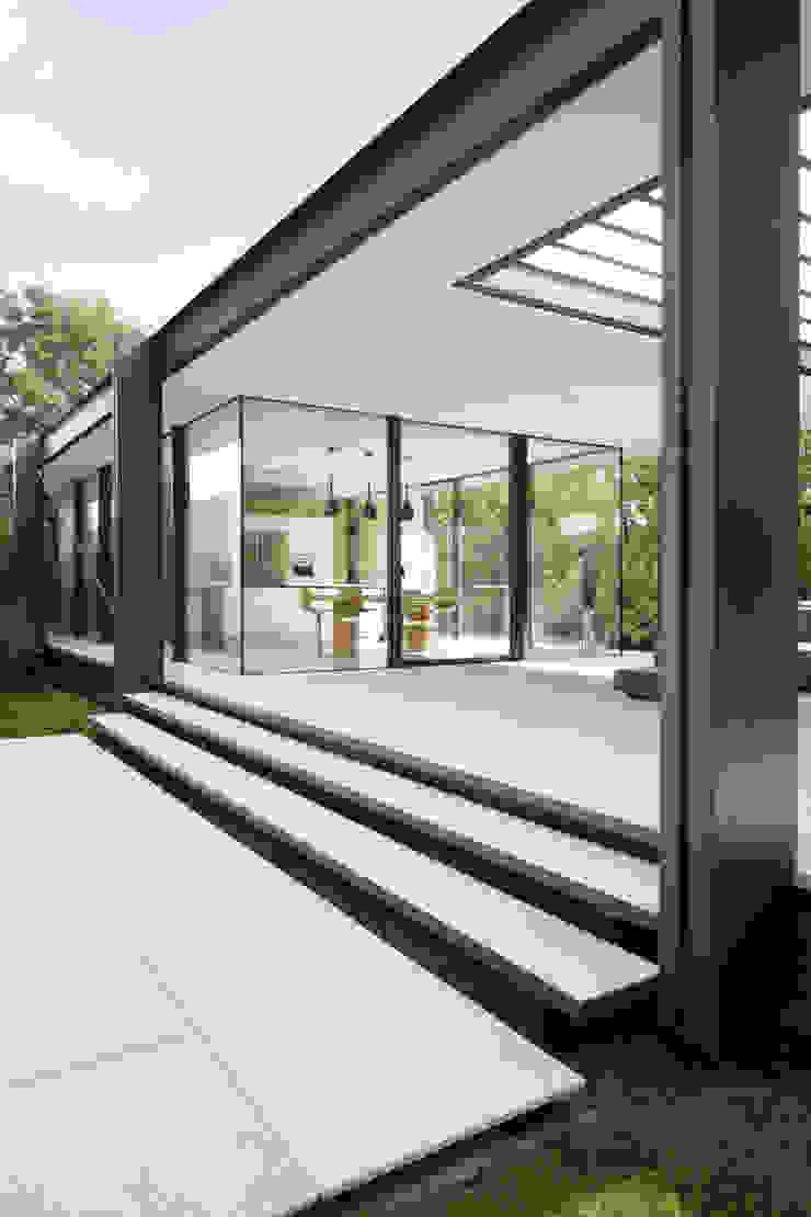 CTN HOUSE Brengues Le Pavec architectes Balcon, Veranda & Terrasse minimalistes Métal Noir