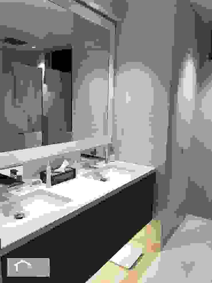 Transitional style at 53 Grange Road Modern bathroom by Singapore Carpentry Interior Design Pte Ltd Modern