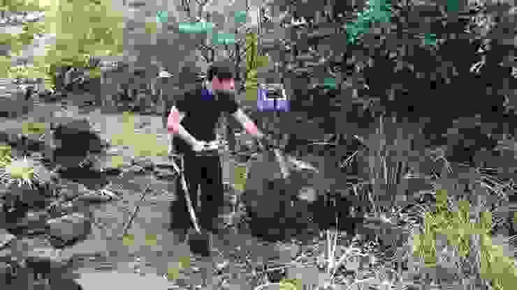 施工中 石移動中 の 庭や煌久