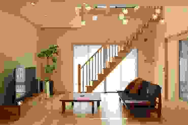 ナチュラルモダン空間・万華鏡と光井戸の家: やまぐち建築設計室が手掛けたです。