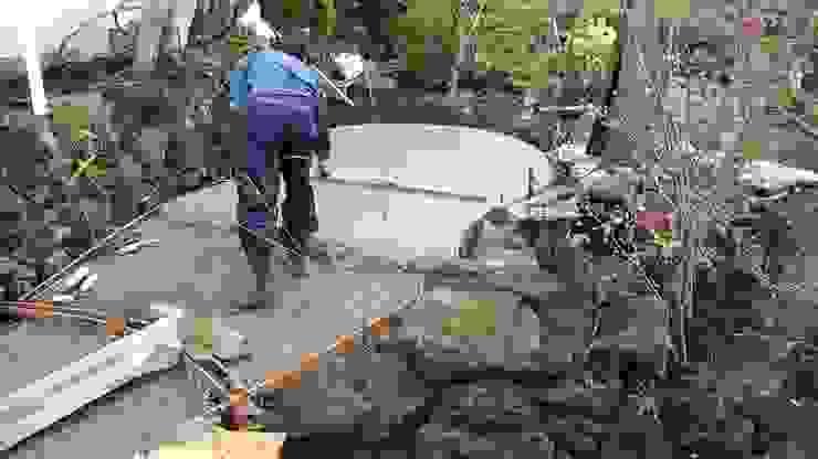 コンクリート打設中 の 庭や煌久