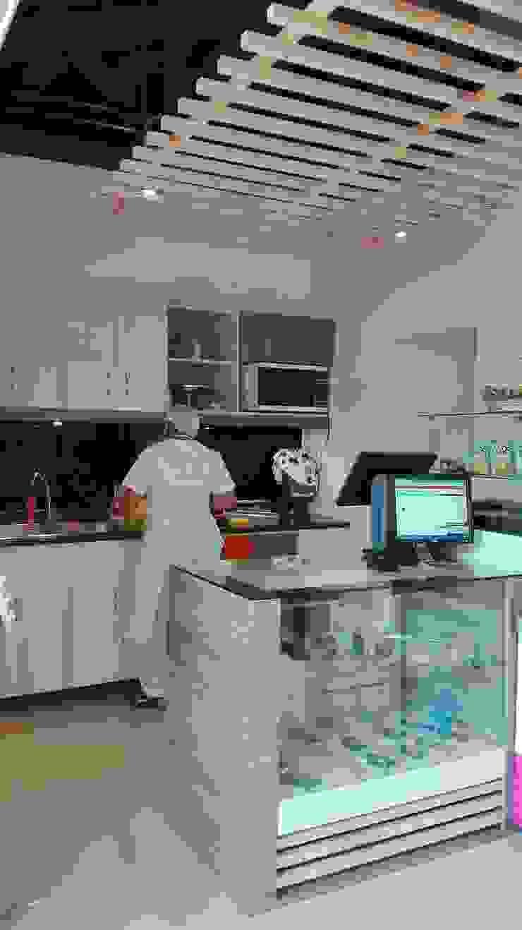 Tienda 2: En operación de MARROOM | Diseño Interior - Diseño Industrial