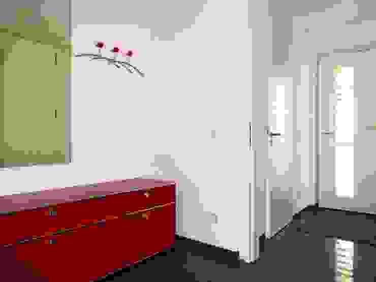 Galerie Einfamilienhäuser Passivhäuser Moderner Flur, Diele & Treppenhaus von Junker Architekten Modern