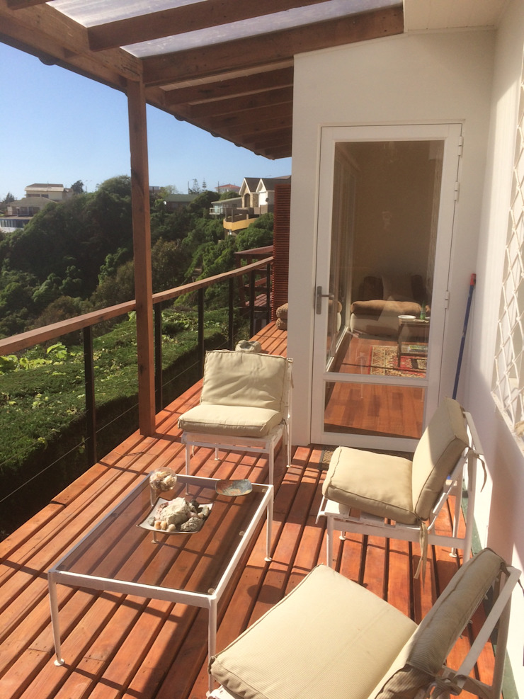 Classic style balcony, porch & terrace by Lares Arquitectura Classic