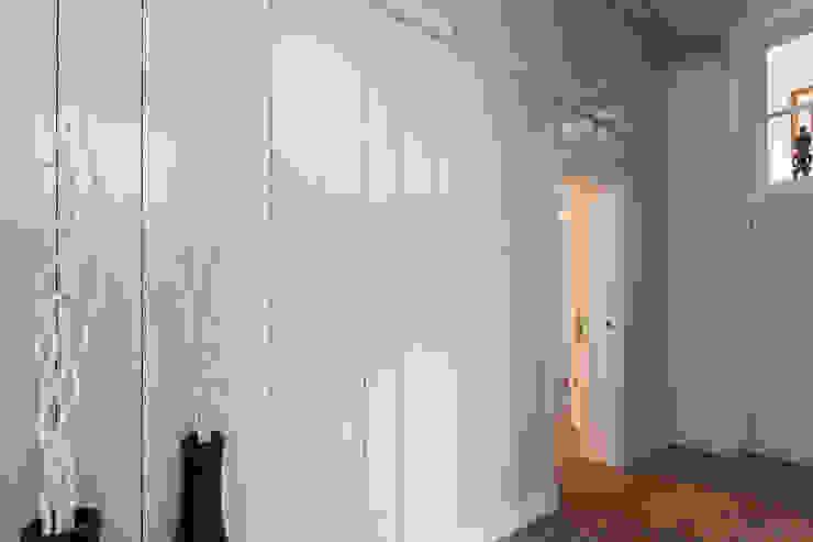 Koetshuis Moderne gangen, hallen & trappenhuizen van Richèl Lubbers Architecten Modern