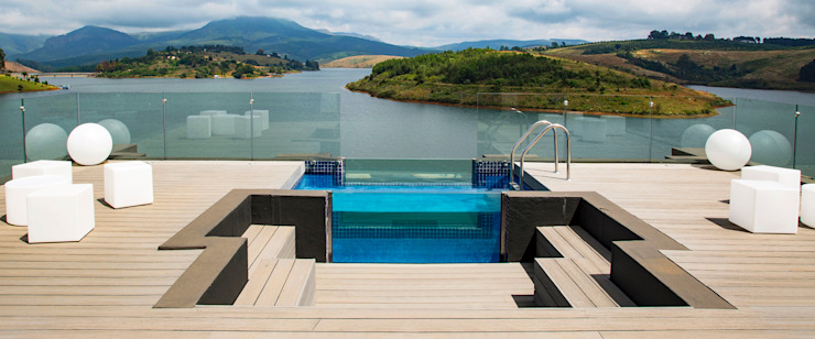 Pool and entertainment deck Minimalist house by AB DESIGN Minimalist
