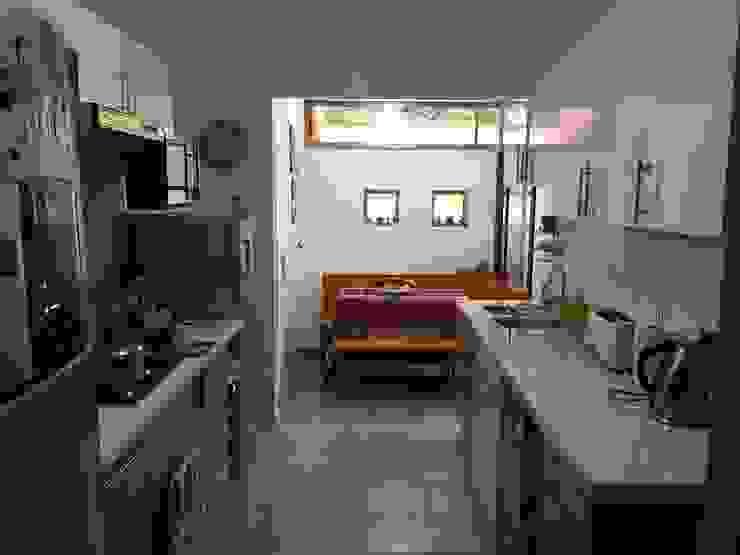 Después de cambio de mobiliario y ampliación cocina Modern Kitchen by ESARCA Modern