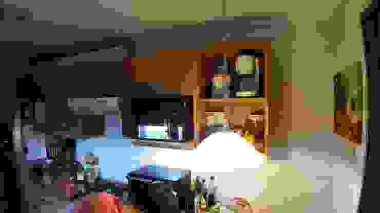 Mobiliario antes del cambio Modern Kitchen by ESARCA Modern