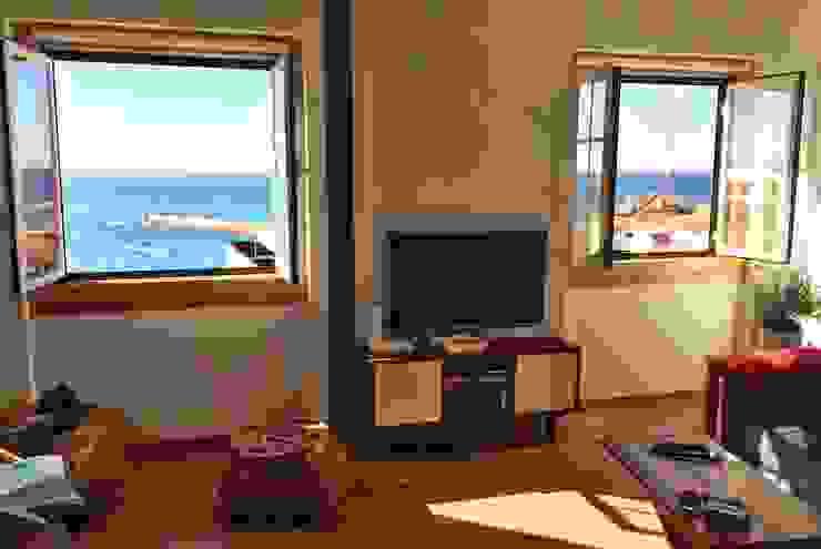 Uma casa com vista para o mar! por DIONI Home Design Clássico