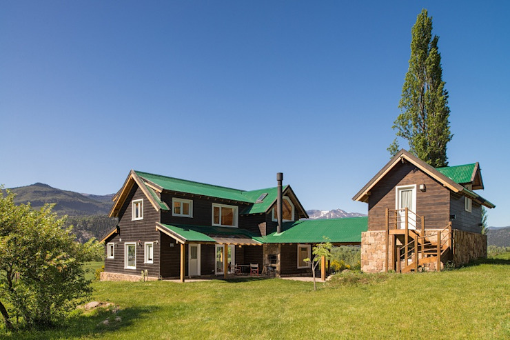 by Patagonia Log Homes - Arquitectos - Neuquén Scandinavian Solid Wood Multicolored