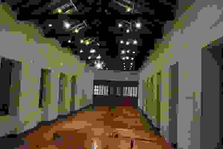Salon de Los Espejos Estudios y despachos de estilo colonial de JLS ILUMINACIONES S.A.S. Colonial