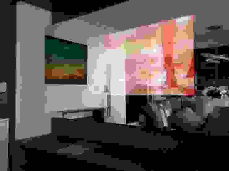 TechomeDesign Automação, Áudio e Vídeo Modern living room Wood-Plastic Composite Amber/Gold