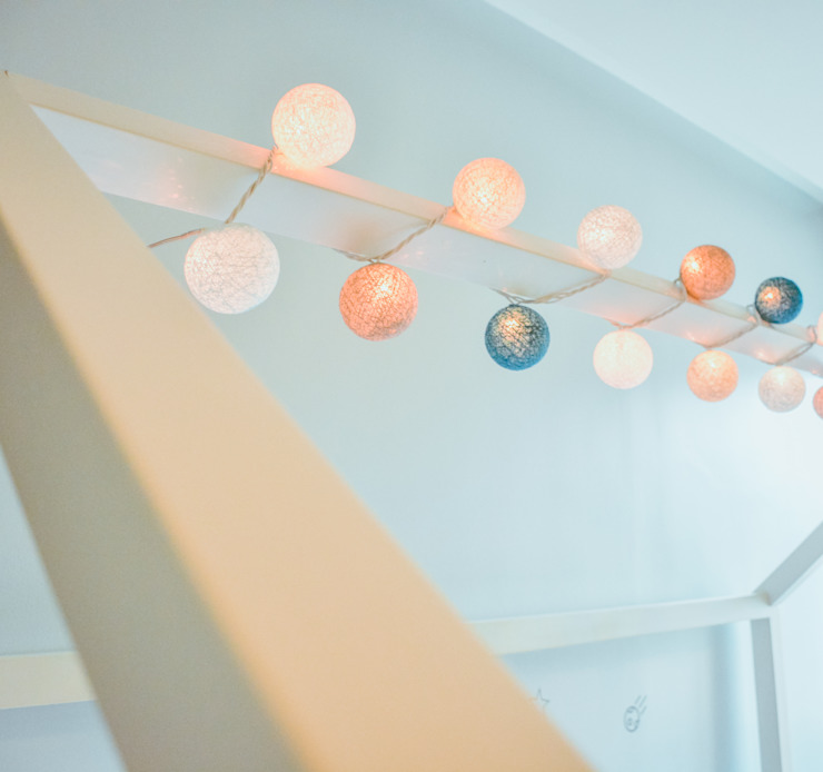 minimalist  by Monica Saravia, Minimalist Wood Wood effect