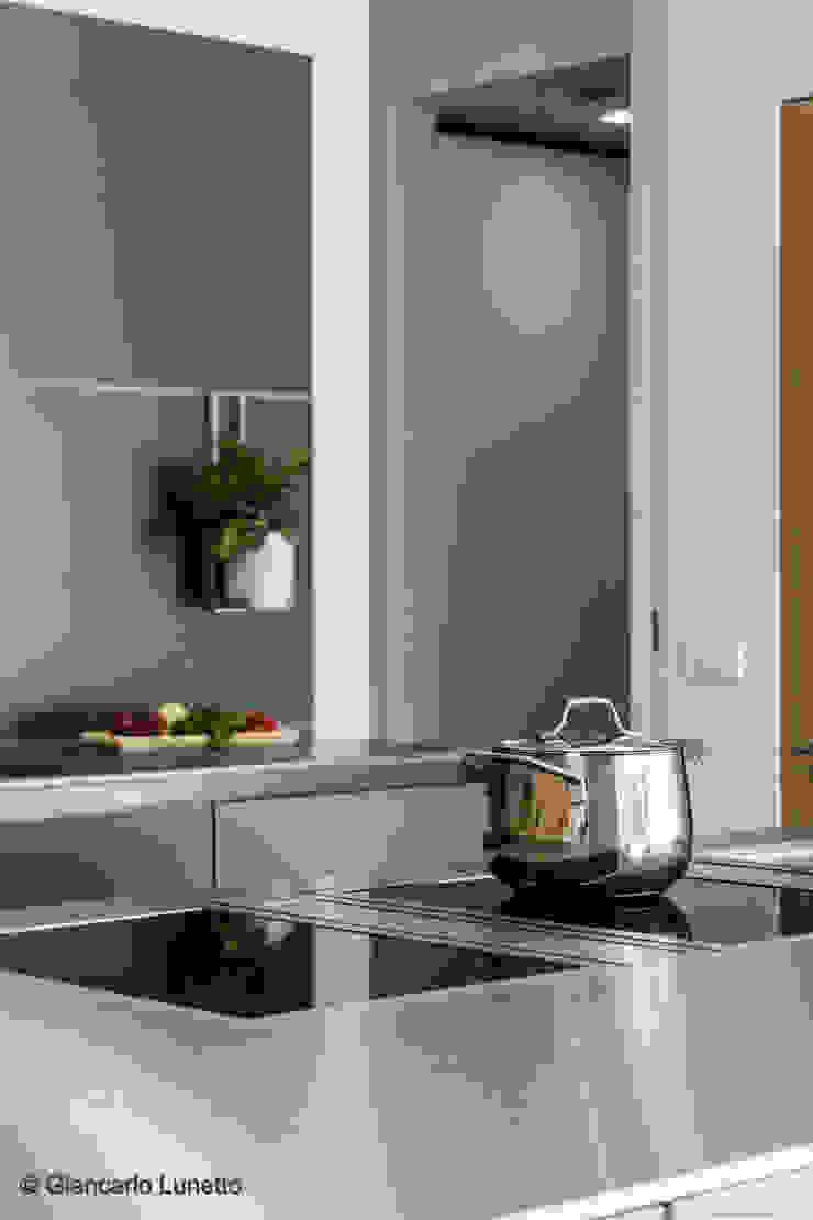 Ignazio Buscio Architetto Built-in kitchens Wood White