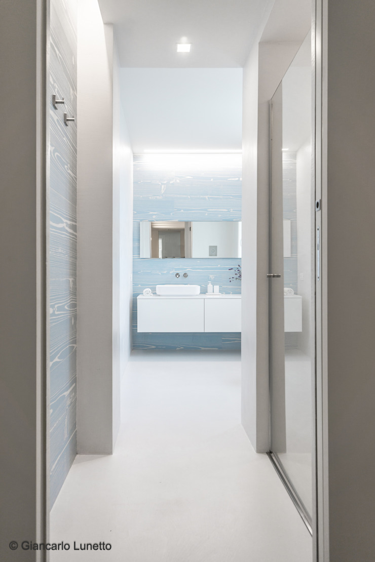 Ignazio Buscio Architetto Modern Bathroom Ceramic White
