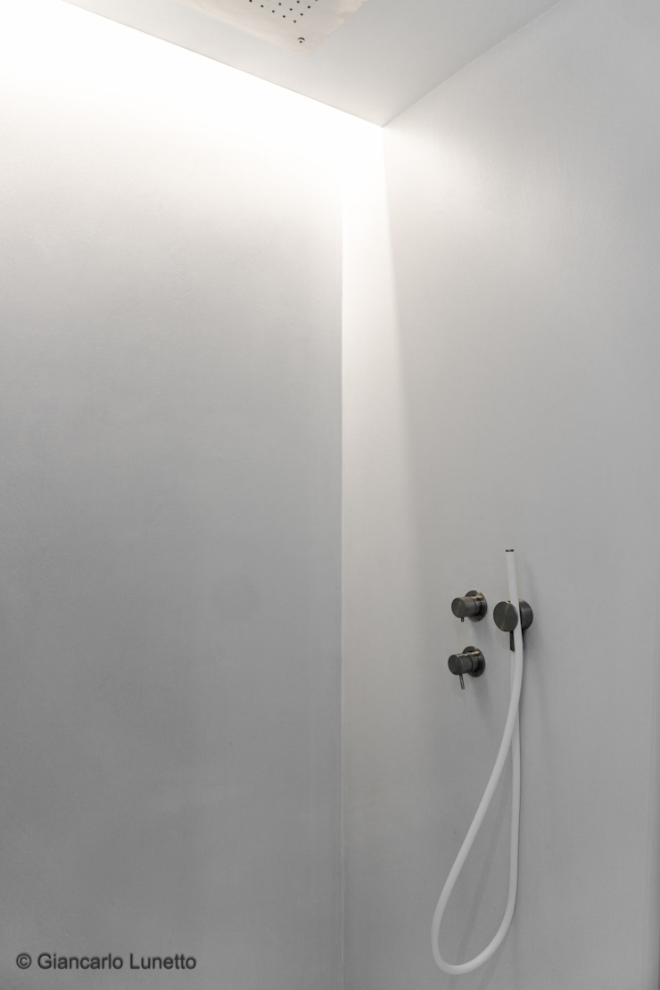 Ignazio Buscio Architetto Modern Bathroom Iron/Steel White