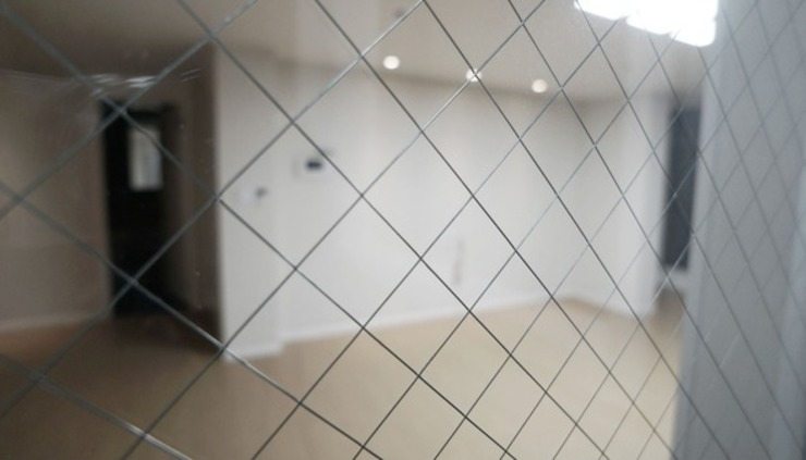 Minimalist corridor, hallway & stairs by YONG DESIGN Minimalist