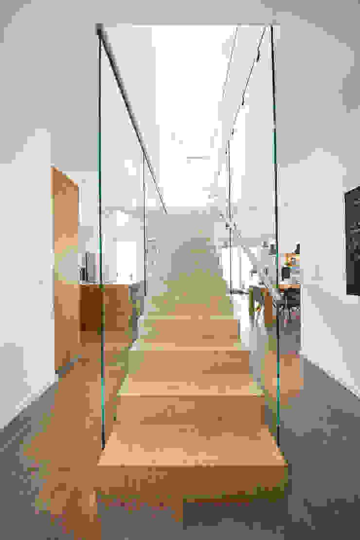 STRICK Architekten + Ingenieure Corridor, hallway & stairsStairs