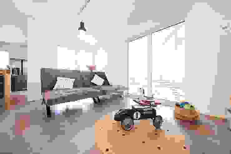 STRICK Architekten + Ingenieure Living roomSide tables & trays