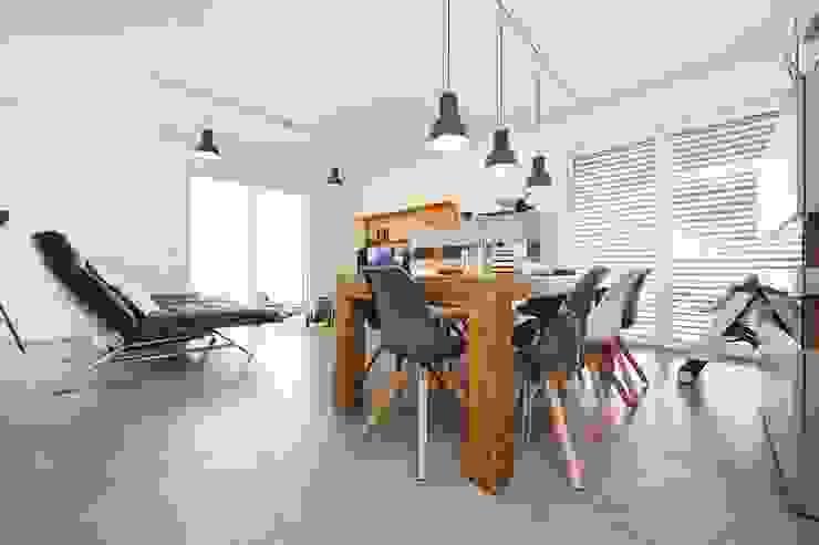 现代客厅設計點子、靈感 & 圖片 根據 STRICK Architekten + Ingenieure 現代風