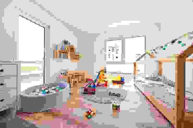 STRICK Architekten + Ingenieure Nursery/kid's room
