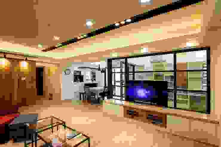 開放式客廳讓人不會感到壓迫:  客廳 by 奕禾軒 空間規劃 /工程設計, 現代風