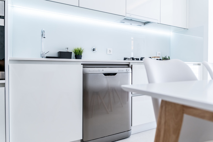 Modern kitchen by MOBEC Modern