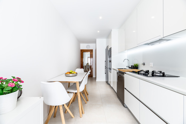 Minimalist kitchen by MOBEC Minimalist
