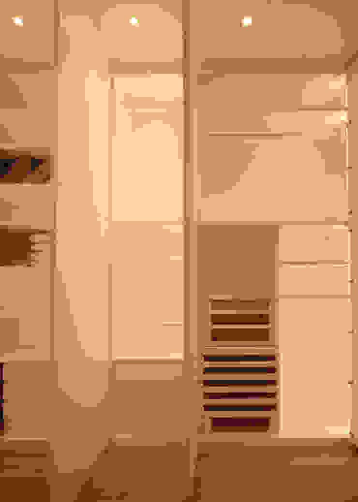 Dormitorios de estilo moderno de Imperatore Architetti Moderno