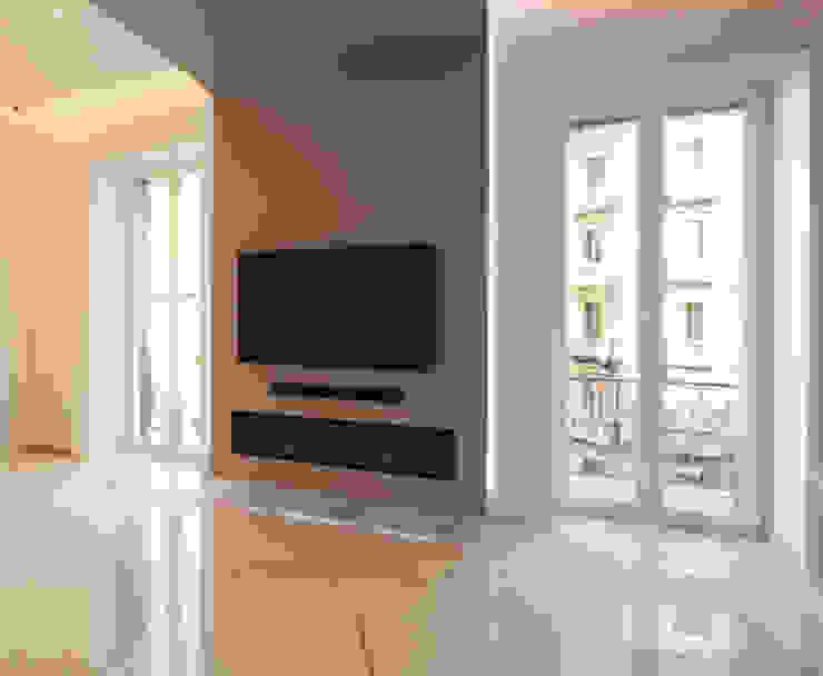 Salones de estilo moderno de Imperatore Architetti Moderno