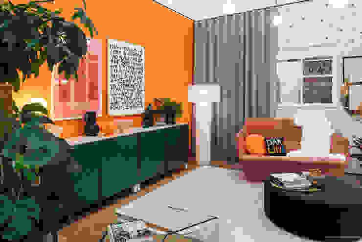 Sara Slade Interiors Grand Designs Live Sara Slade Interiors Modern living room Multicolored