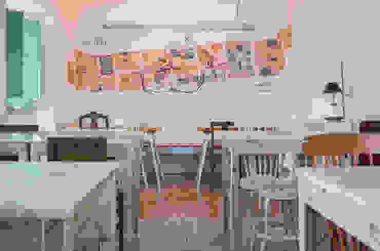 Sala de Refeições Salas de jantar ecléticas por homify Eclético Madeira maciça Multicolor