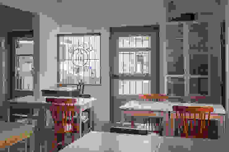 Entrada e Sala de Refeições Salas de jantar ecléticas por homify Eclético Madeira maciça Multicolor