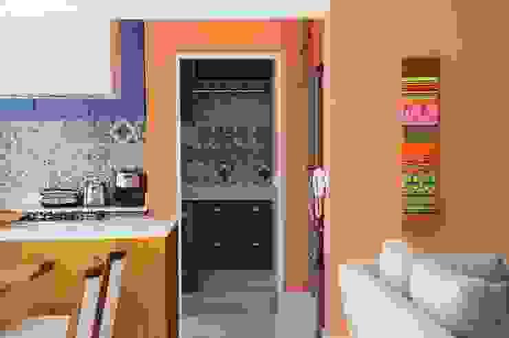 Cozinha Integrada com Composição de Azulejos por MARIA FERNANDA PEREIRA Moderno Madeira maciça Multi colorido